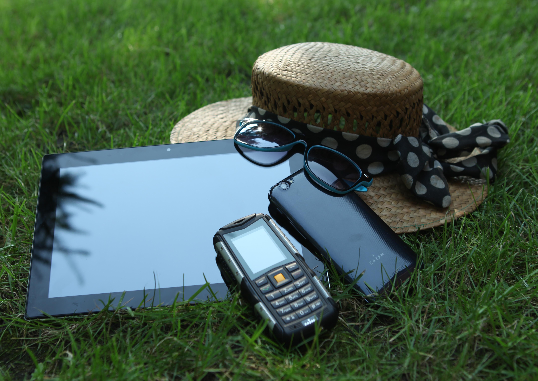 Ze smartfonem za Pan brat, z jakich funkcji i aplikacji korzystamy w wakacje