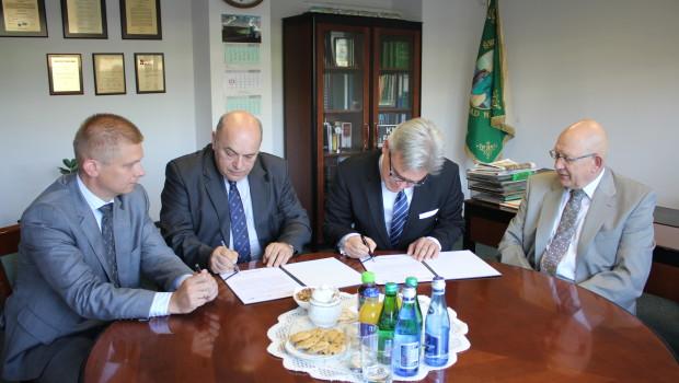Umowa o współpracy Kolei Mazowieckich i Muzeum Kolejnictwa w Warszawie