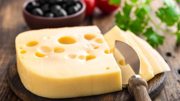 Czy zimą powinniśmy jeść żółte sery?