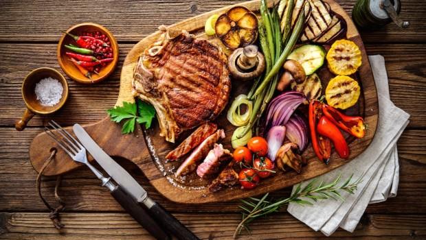 Majówka, czyli rozpalamy grilla. Jak zjeść pysznie i zdrowo?