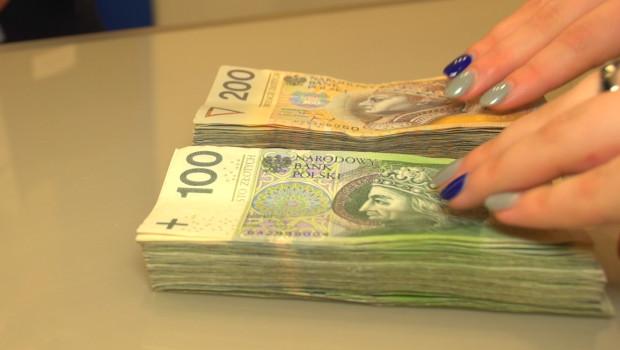 Wiara w reprezentację Polski vs. finanse