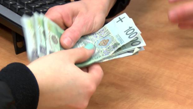Telefon wpędza w długi. Rekordzista ma do zapłaty ponad 210 tys. zł