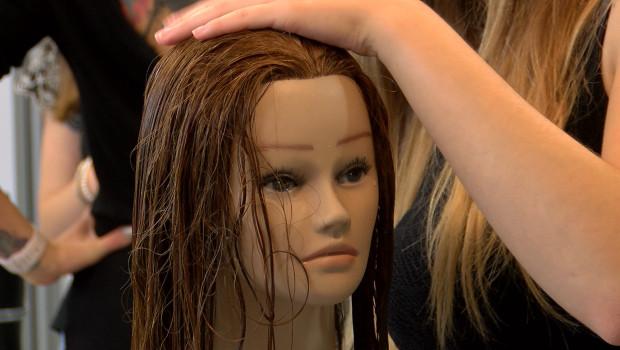 Jak wybrać odpowiedniego fryzjera stylistę?