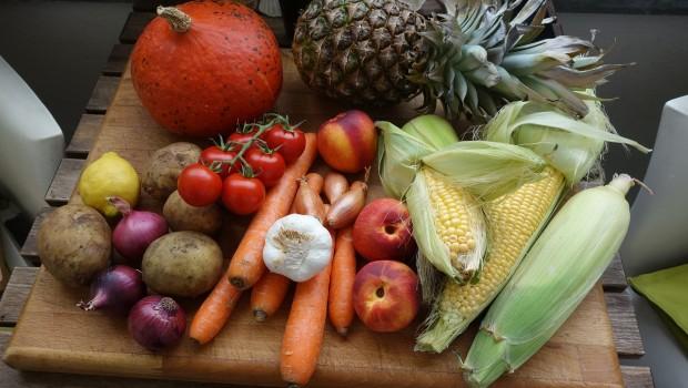 Ulubione warzywa i owoce Polaków? Pomidory i jabłka na czele