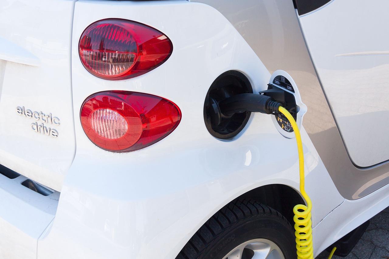 Przyspieszenie redukcji CO2 groźne dla polskiej motoryzacji