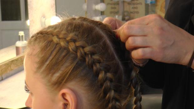 Modne fryzury i kolory włosów na jesień
