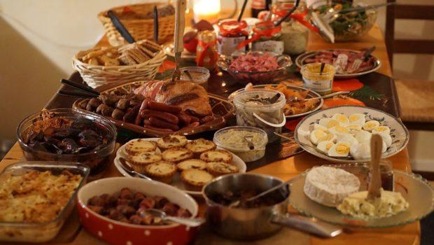 Nie chcesz wyrzucać jedzenia po świętach?  Wystarczy, że zastosujesz kilka prostych zasad