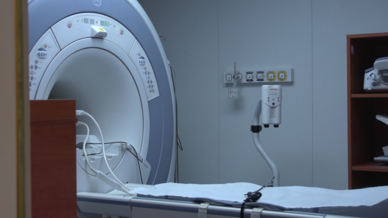 Stłuczenie, zwichnięcie, a może już złamanie- w prawidłowej diagnozie pomoże rezonans magnetyczny