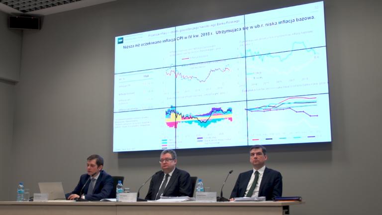 PKB wzrasta, ale gospodarka będzie powoli wyhamowywać