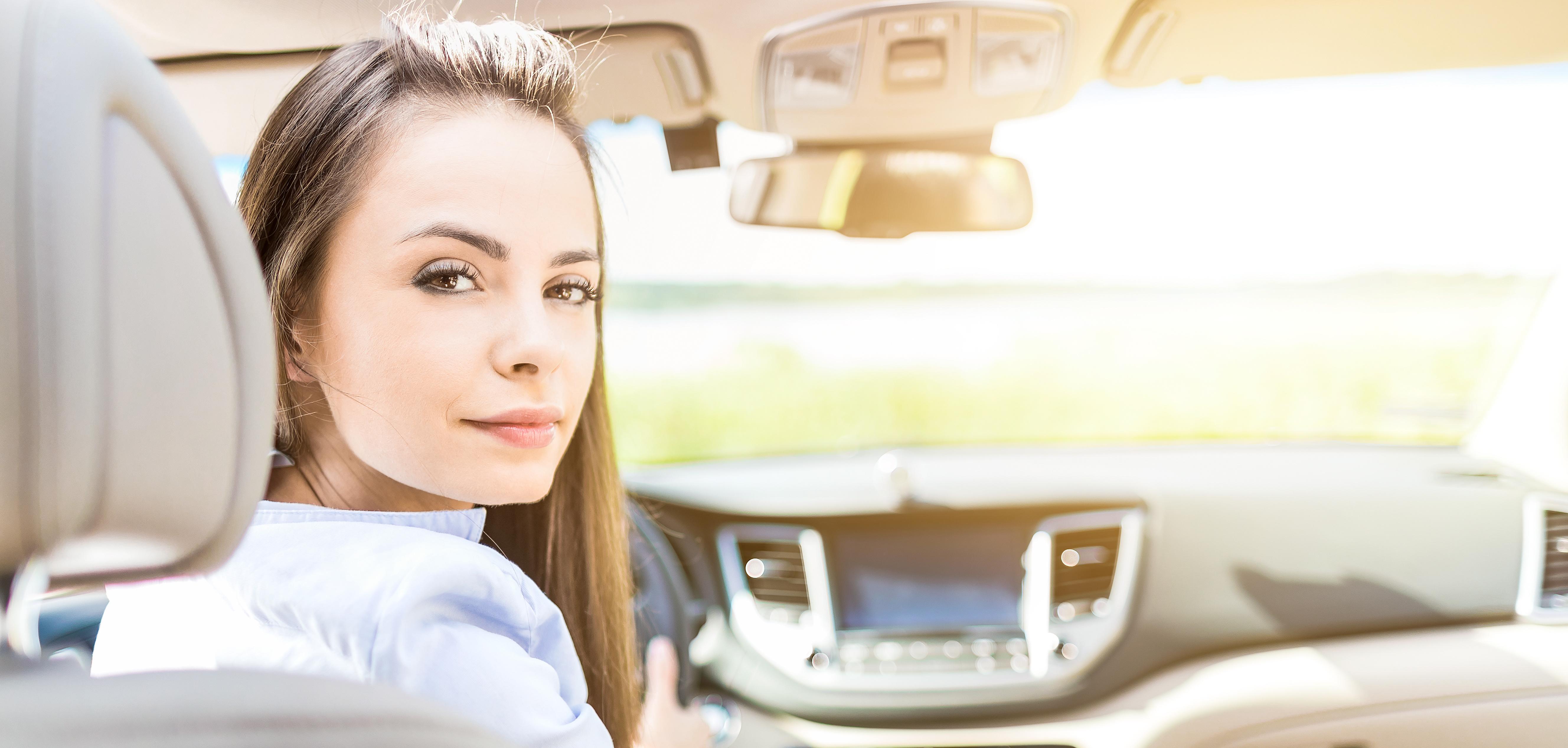 Od amatorki do znawczyni – jak zyskać wiedzę o swoim samochodzie?