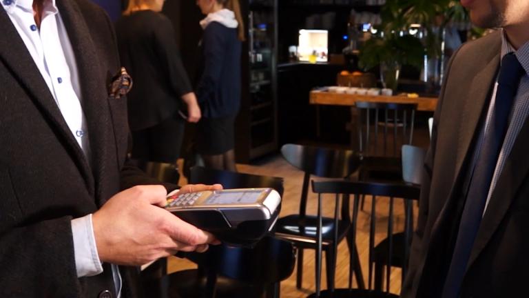 Czy Polacy chętnie korzystają z opcji cashback i płatności Blikiem?