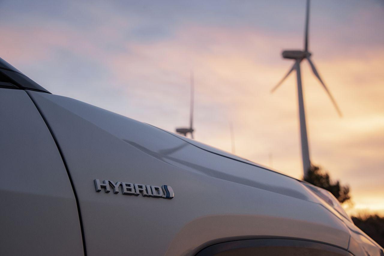 Hybrydy najszybciej ograniczą emisję CO2 z transportu