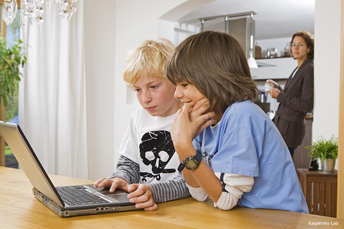 Dzieci coraz aktywniej korzystają ze sklepów internetowych