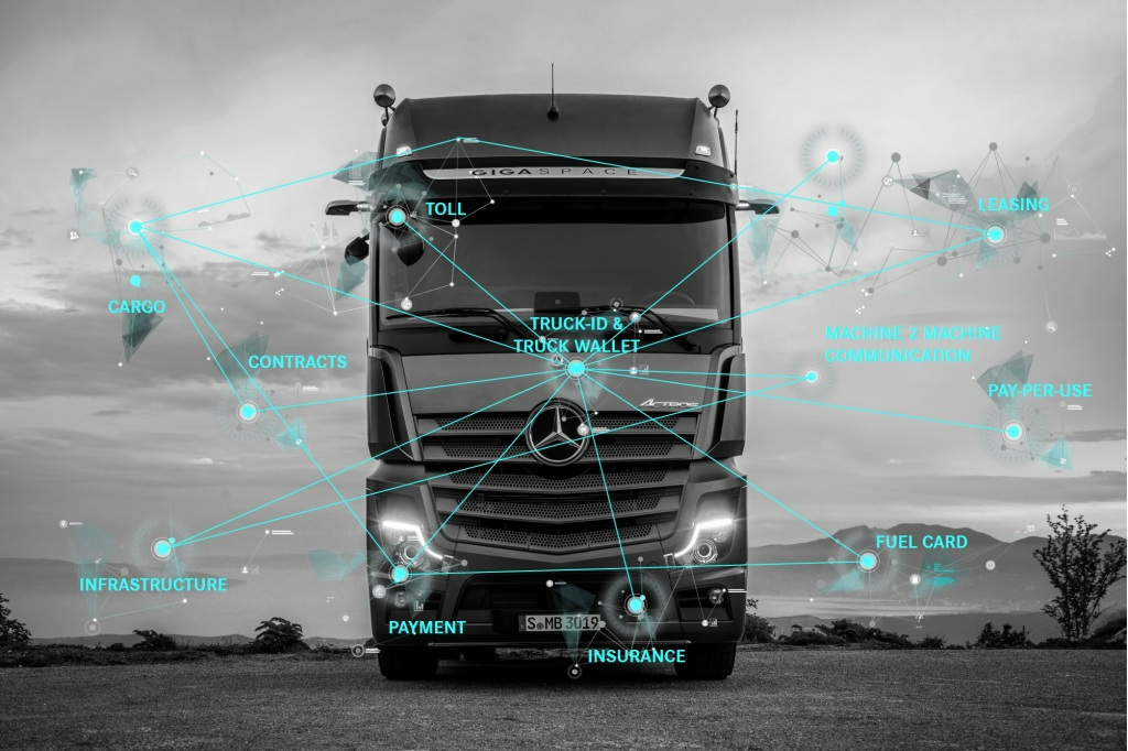 Projekt pilotażowy ‒ Daimler Trucks uczy ciężarówki płacić