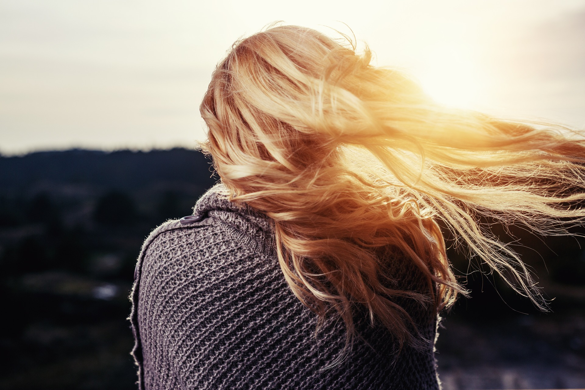 Okiem eksperta – dlaczego włosy wypadają po ciąży?