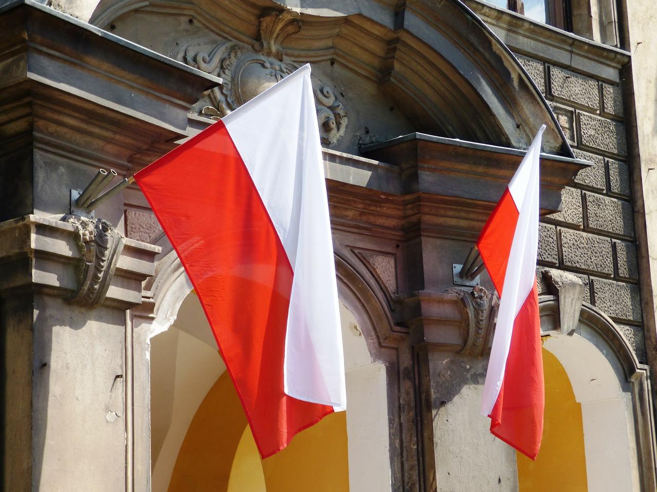 Czy wiesz jak prawidłowo zawiesić flagę?