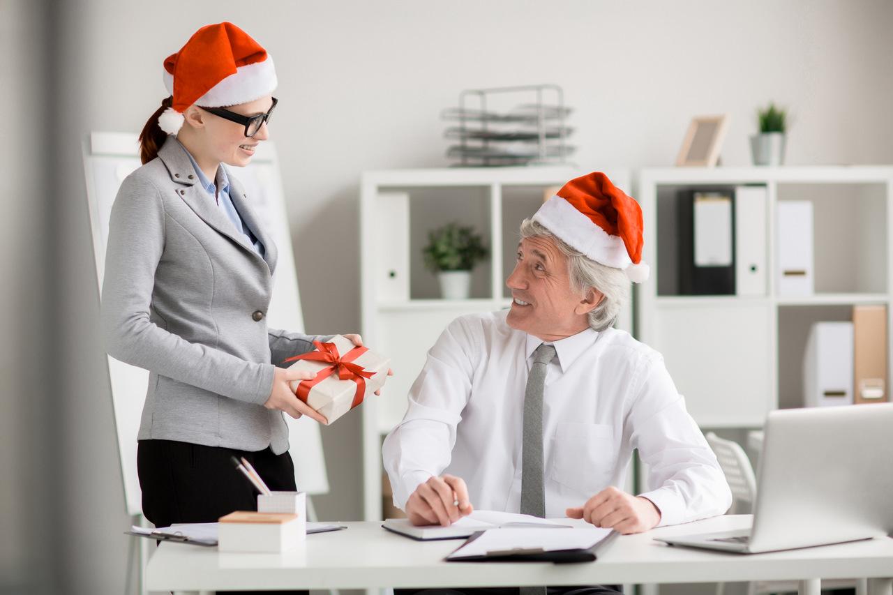 Firmy wydadzą więcej na tegoroczne bonusy świąteczne