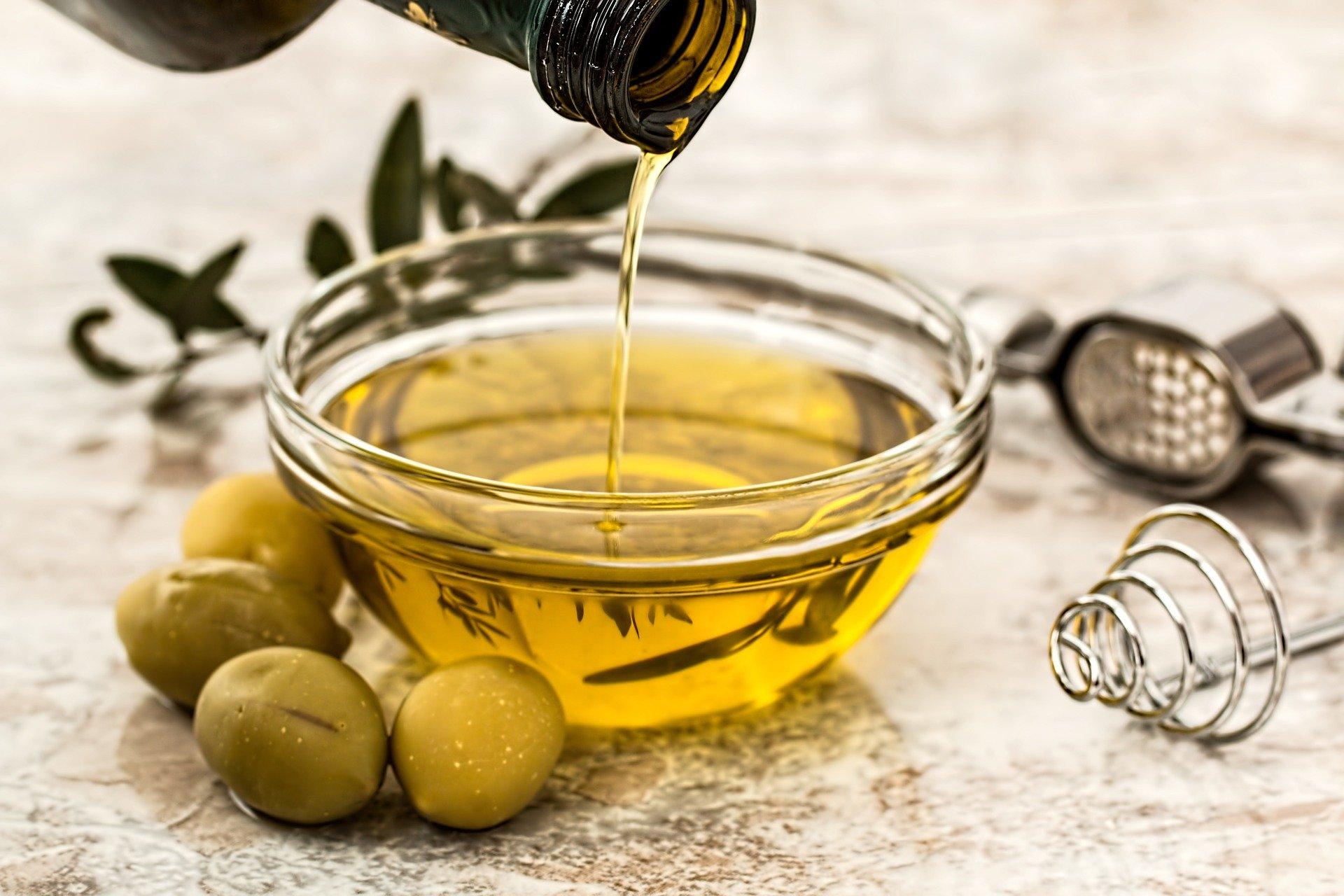 Oleje roślinne – zbawienny wpływ na skórę problematyczną
