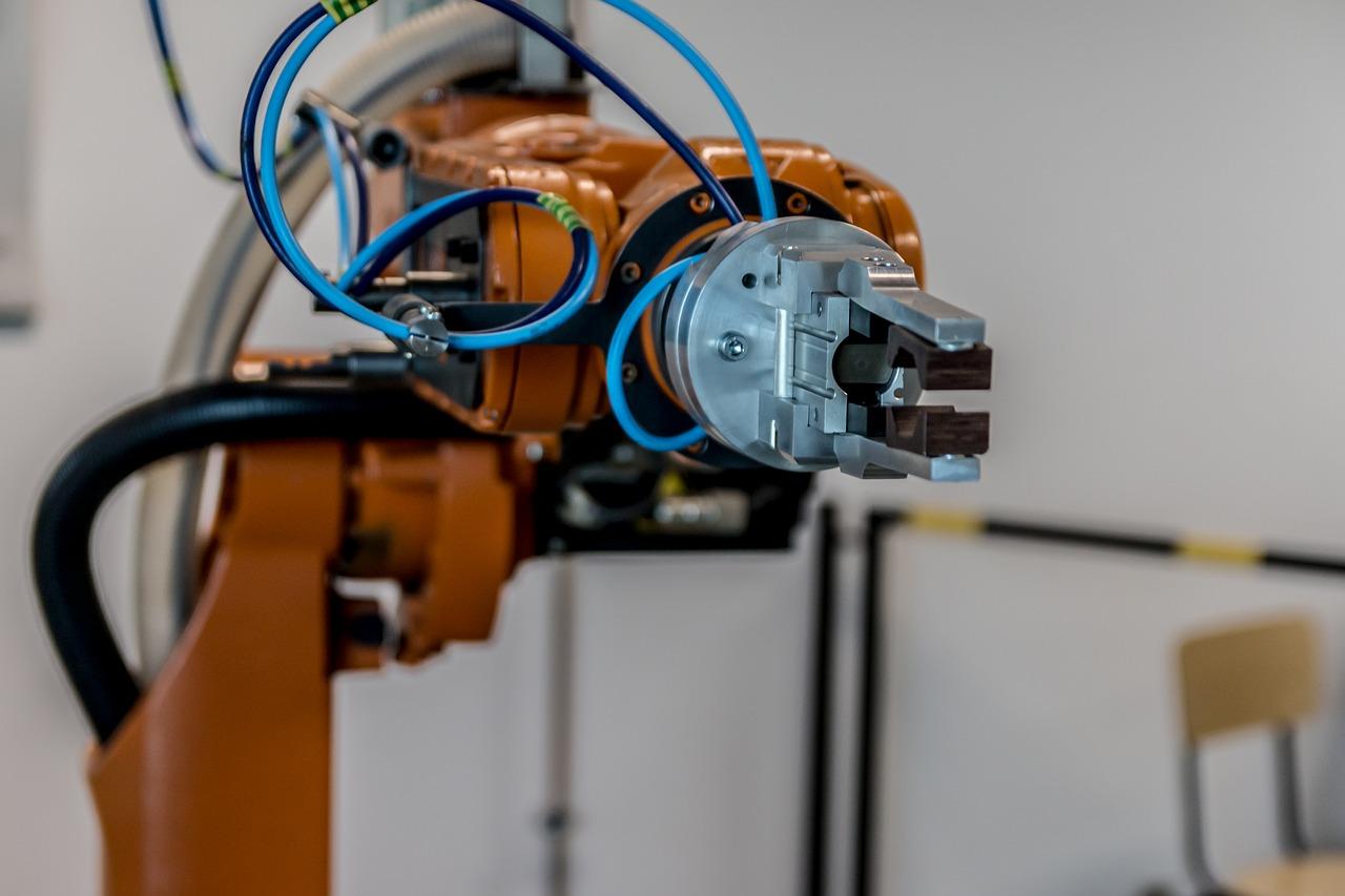 Robotyzacja przyspieszy w branży spożywczej i logistycznej o połowę. Koronawirus motorem napędowym