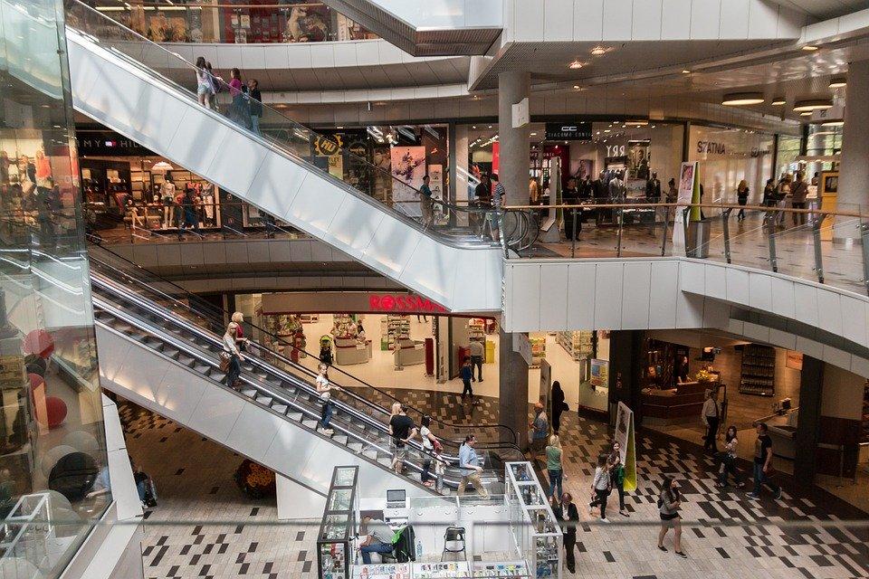Połowa Polaków chce powrotu niedziel handlowych