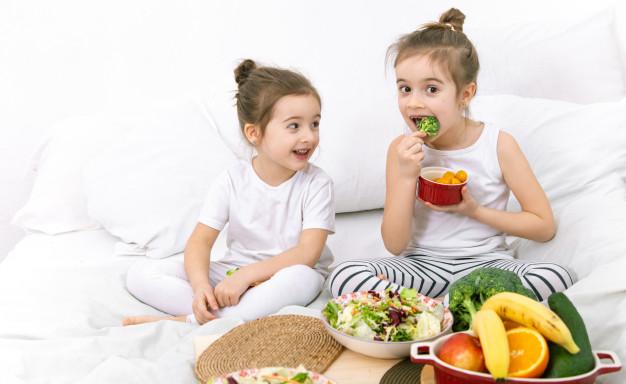Warzywa i owoce w diecie dziecka – w jakiej formie smakują im najbardziej?