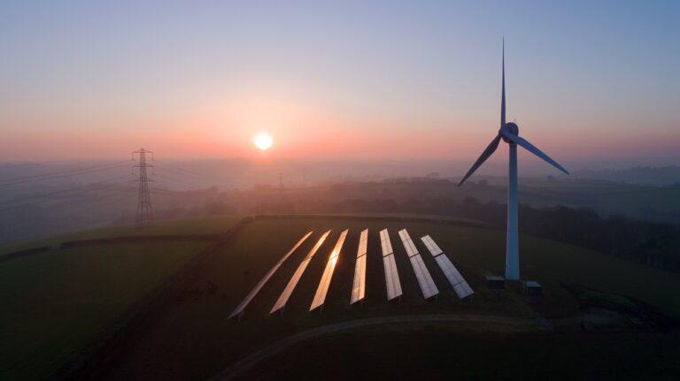 Boom na farmy słoneczne i wiatrowe wciąż przed nami