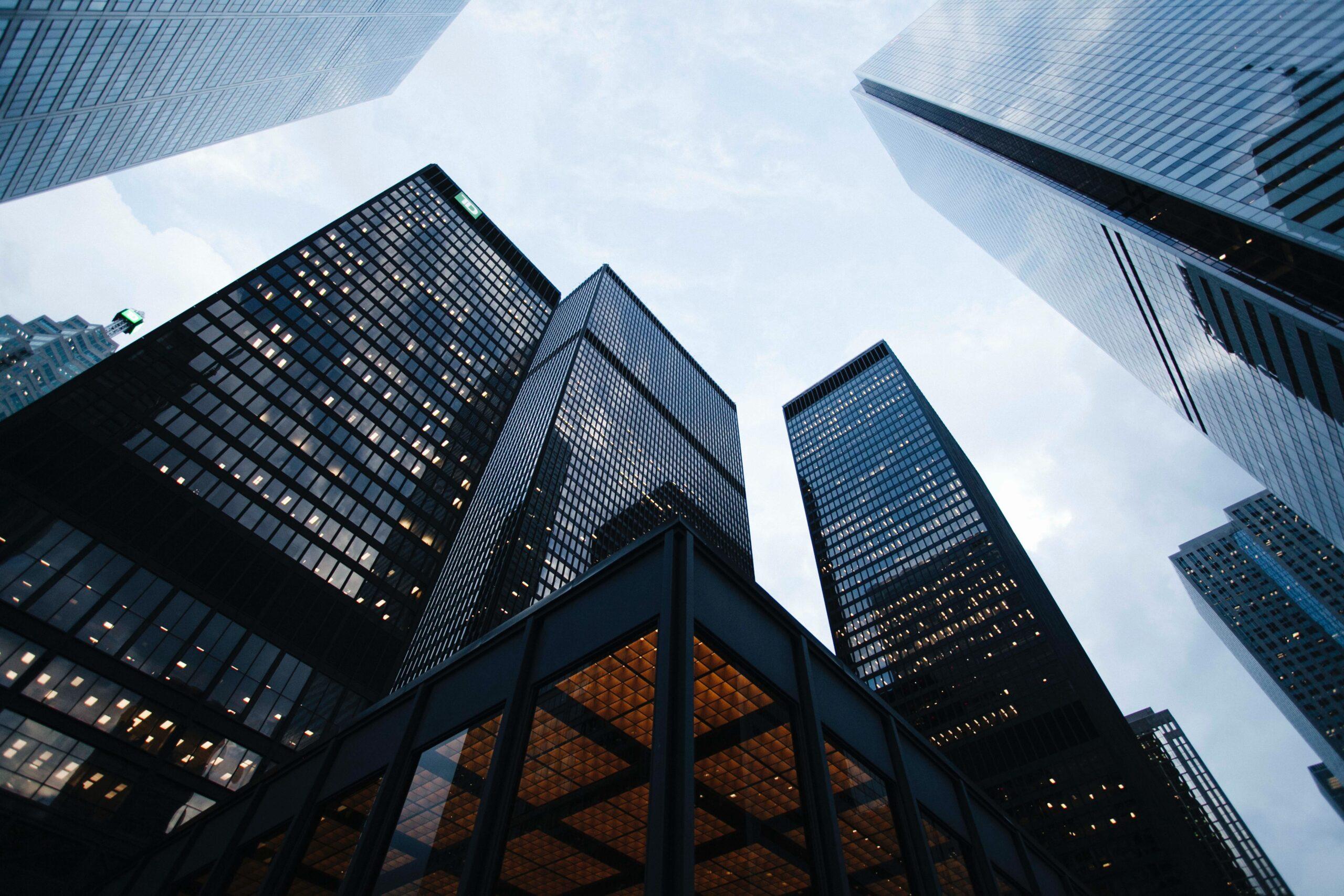 Firmy powoli myślą o powrocie do biur – a jak chcą pracować pracownicy?