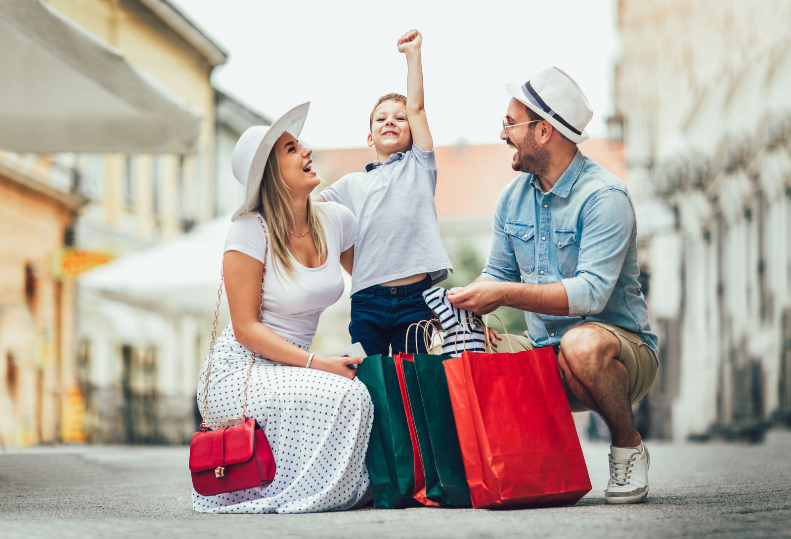 Zakupy wakacyjne Polaków – co króluje na liście must have?