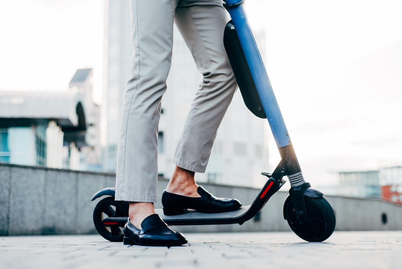 Scooter sharing na polskim rynku rozpędza się – hulajnogi elektryczne na minuty dostępne już w 60 miastach