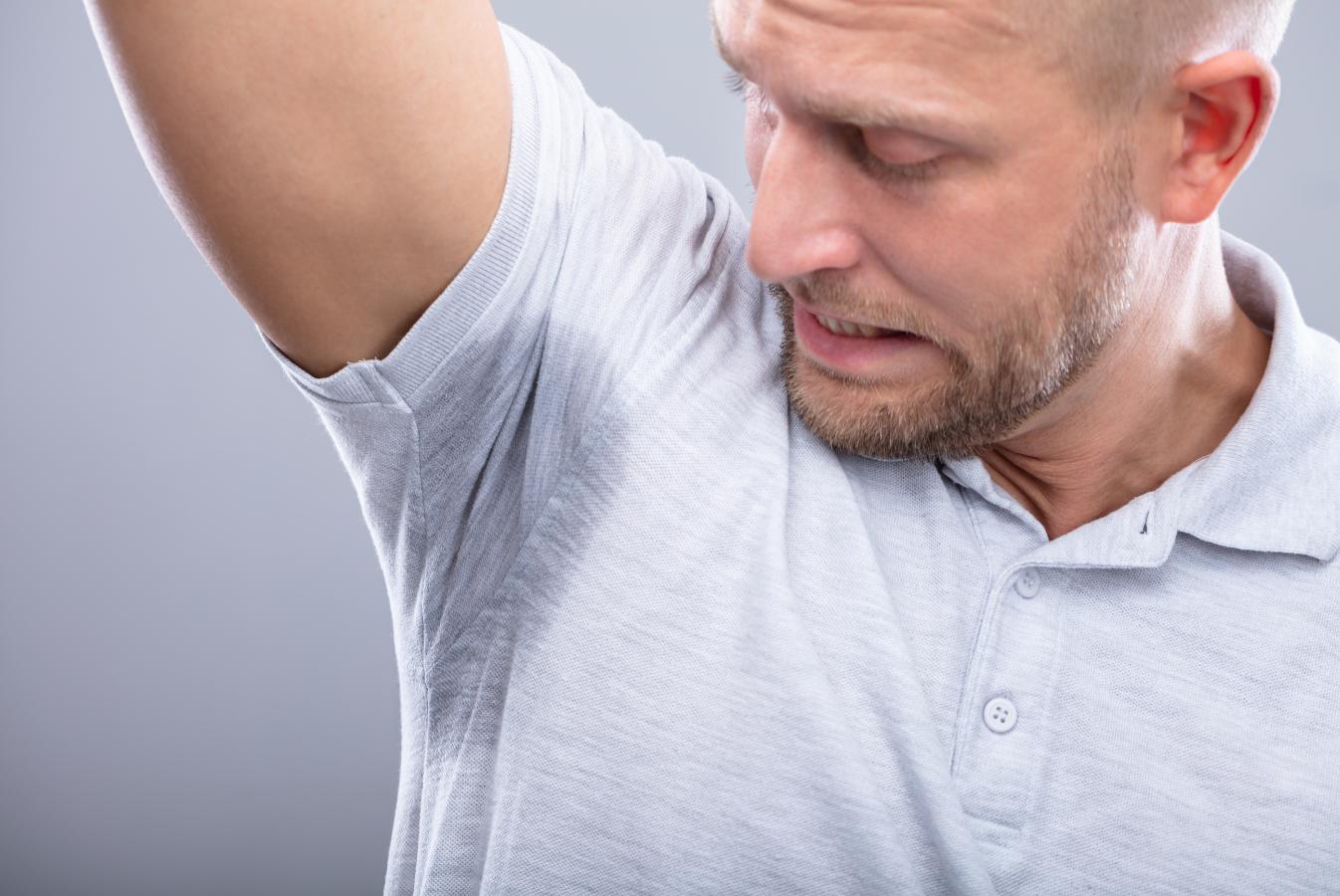 Krępujący problem – nadmierna potliwość i brzydki zapach potu.
