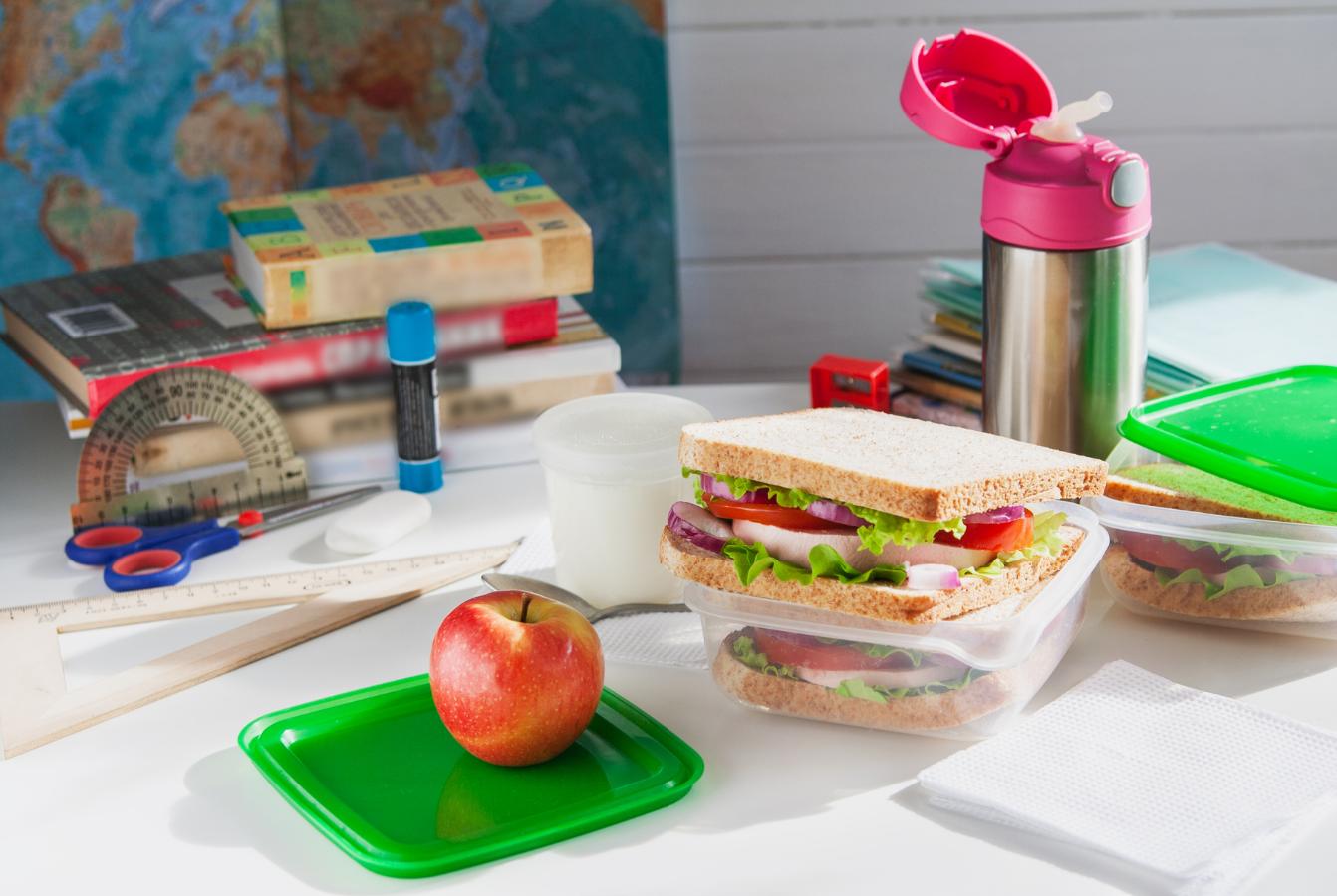 Odpowiednie odżywianie dzieci i mlodzieży, czyli co i dlaczego warto zapakować do szkolnego plecaka?