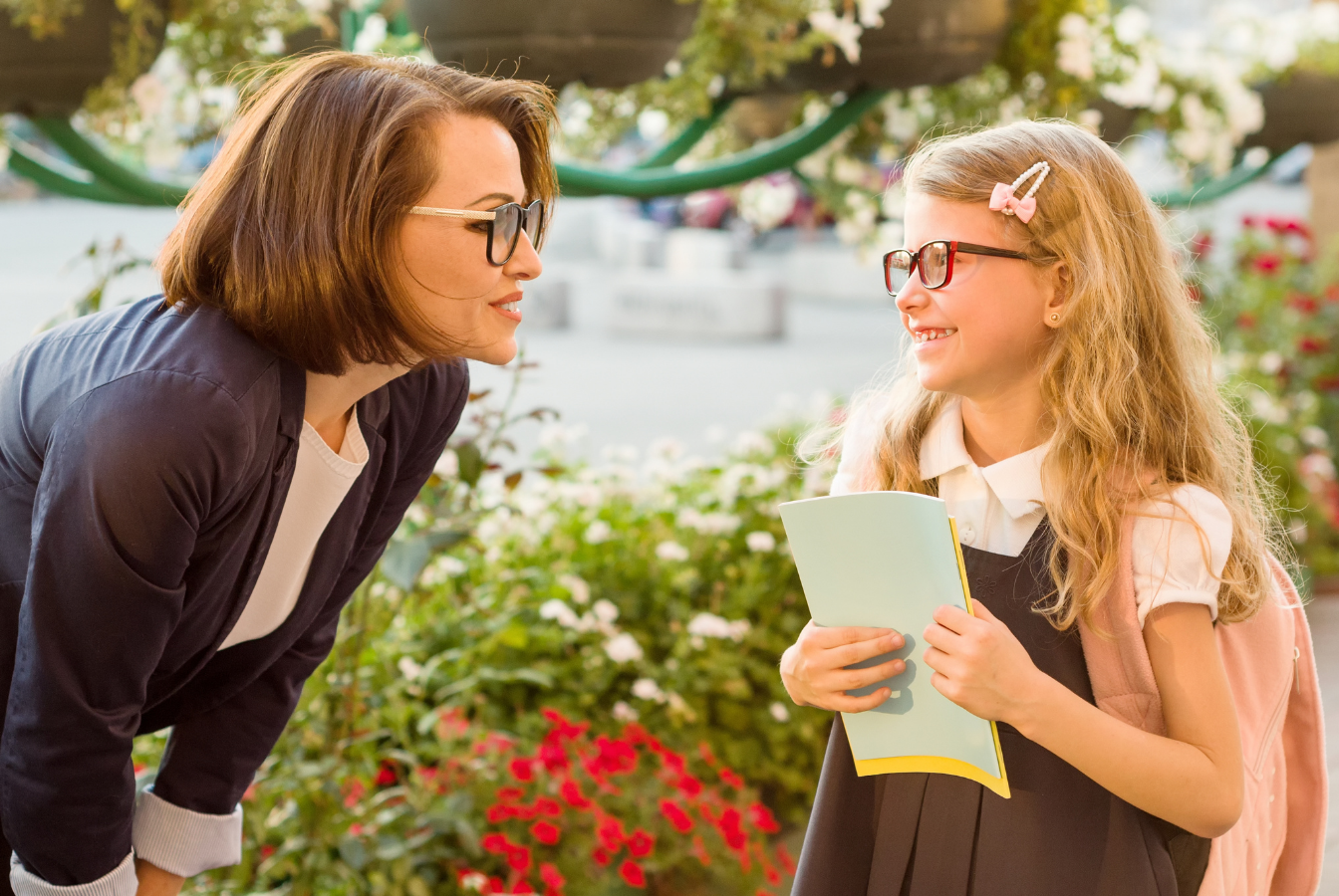 Jak się dogadać? Zasady budującej komunikacji na linii rodzic – dziecko