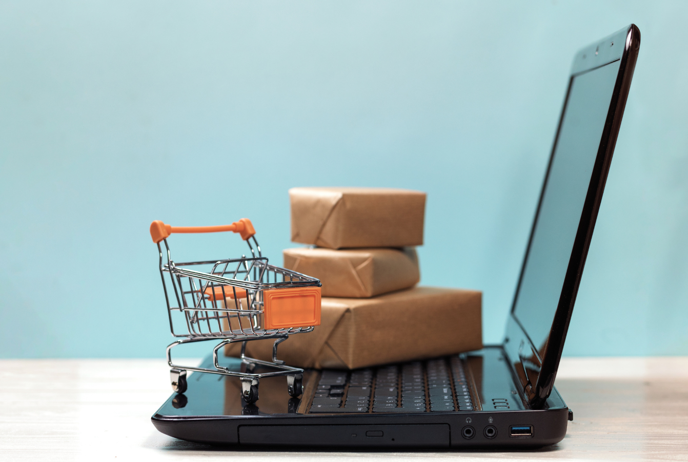 W pandemii co piąty Polak przekonał się do zakupów spożywczych przez internet